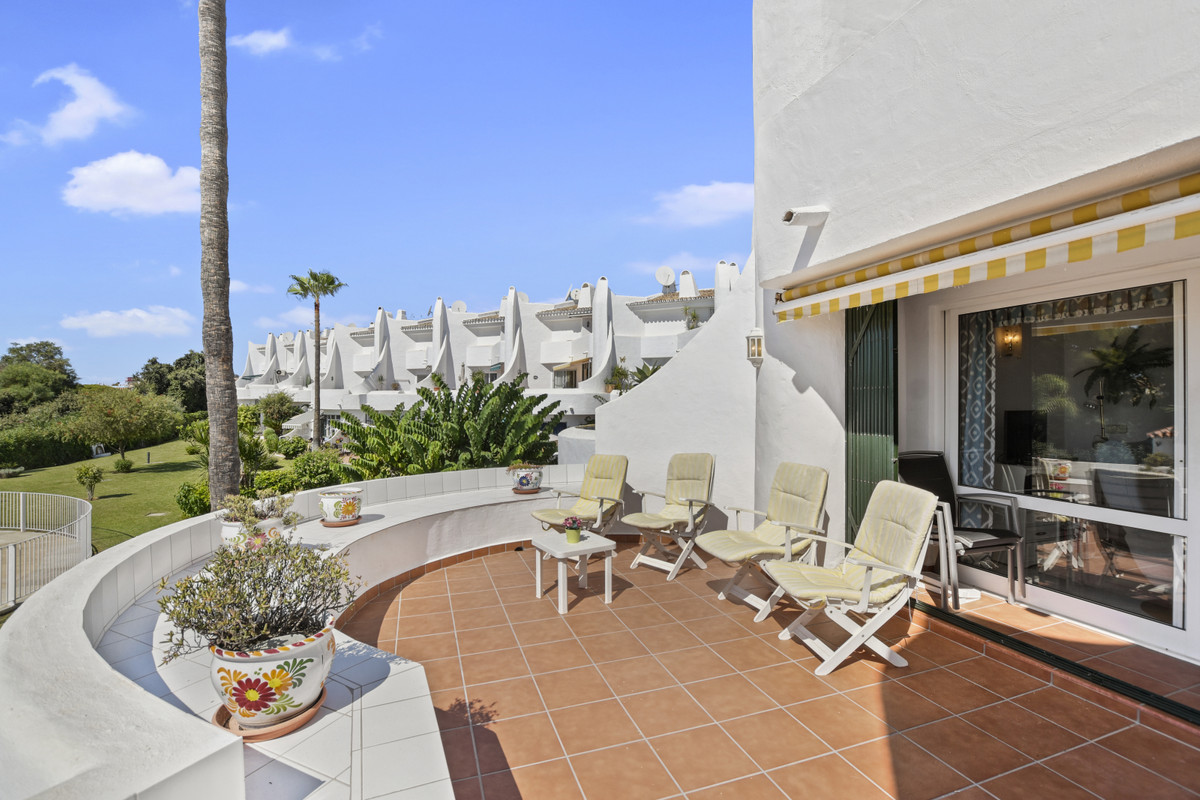 Duplex apartment  beach side Calahonda very near the beach and easy access to the new wooden beach b,Spain