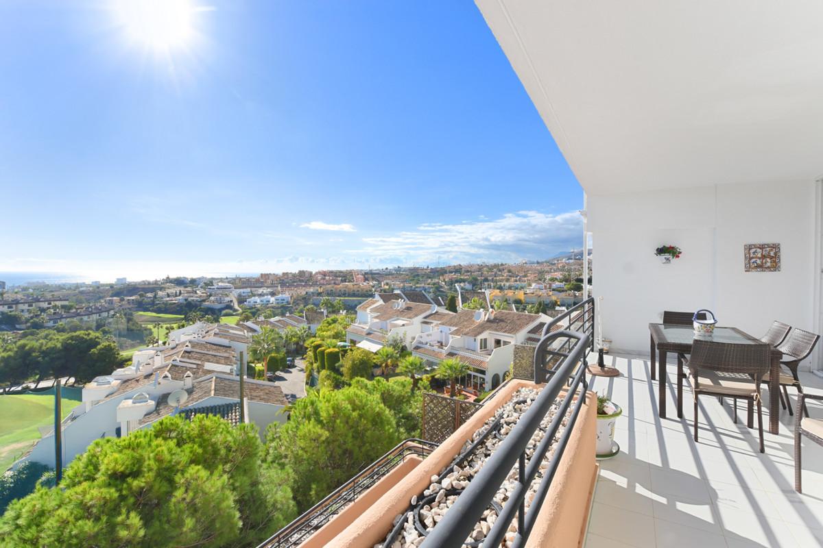 FRONT LINE GOLF APARTMENT IN MIJAS – ALTOS DE MIRAFLORES   Beautiful 2 bedroom 2 bath apartment in ASpain
