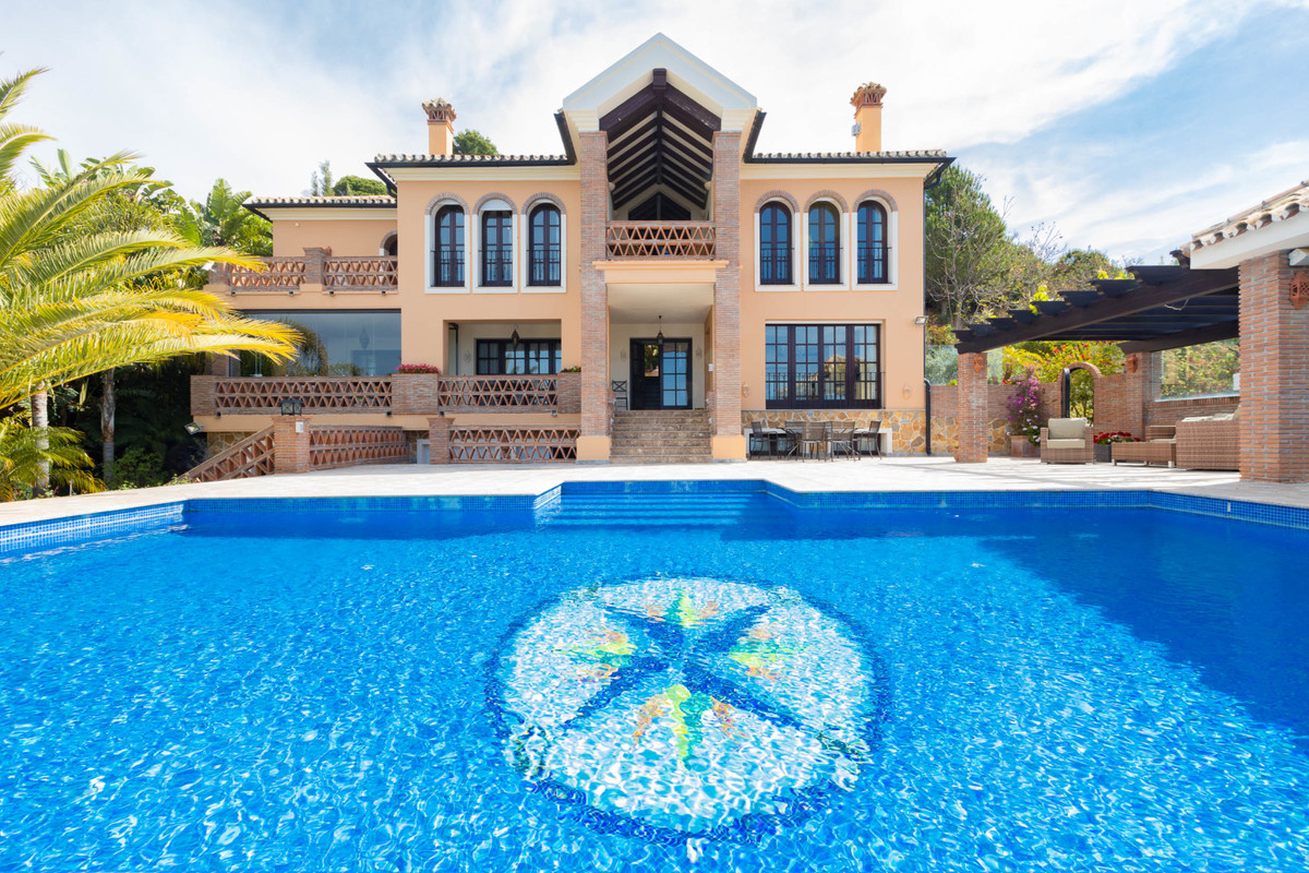 Villa Til salg i Altos de los Monteros R3412759