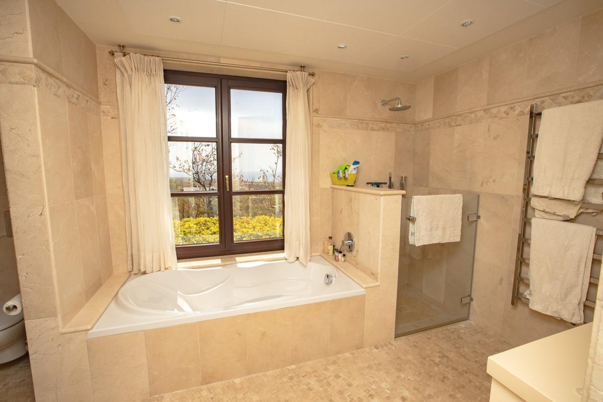 House in Altos de los Monteros R3412759 16