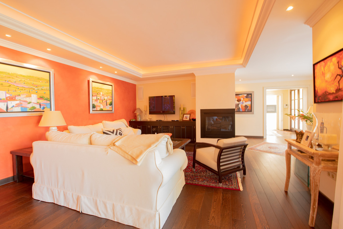 House in Altos de los Monteros R3412759 4