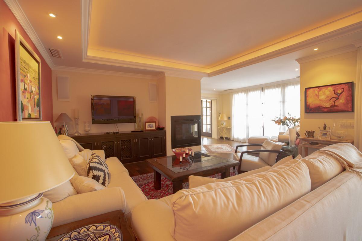 House in Altos de los Monteros R3412759 5