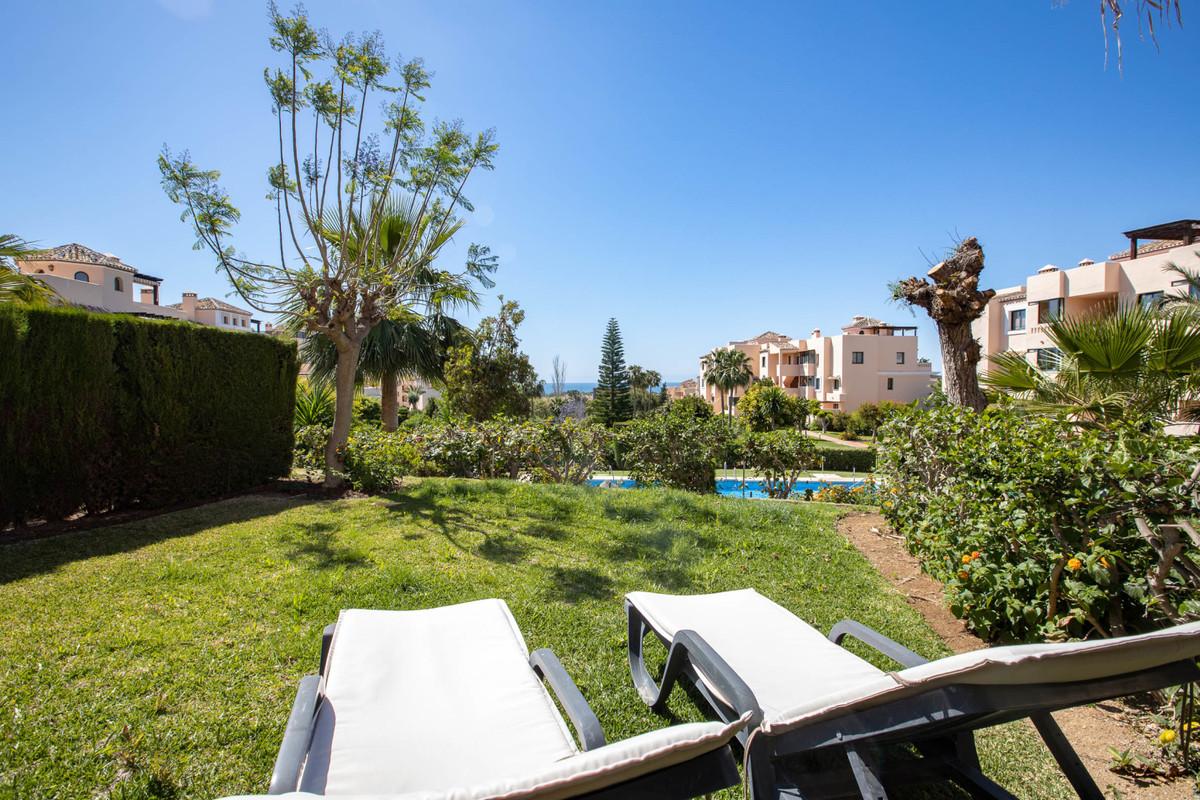 Beautiful apartment with garden facing south in the popular area of ??El Manantial de Santa Maria, f,Spain