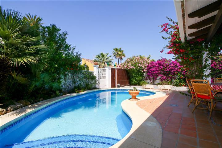 Detached Villa for sale in Las Chapas R3482338