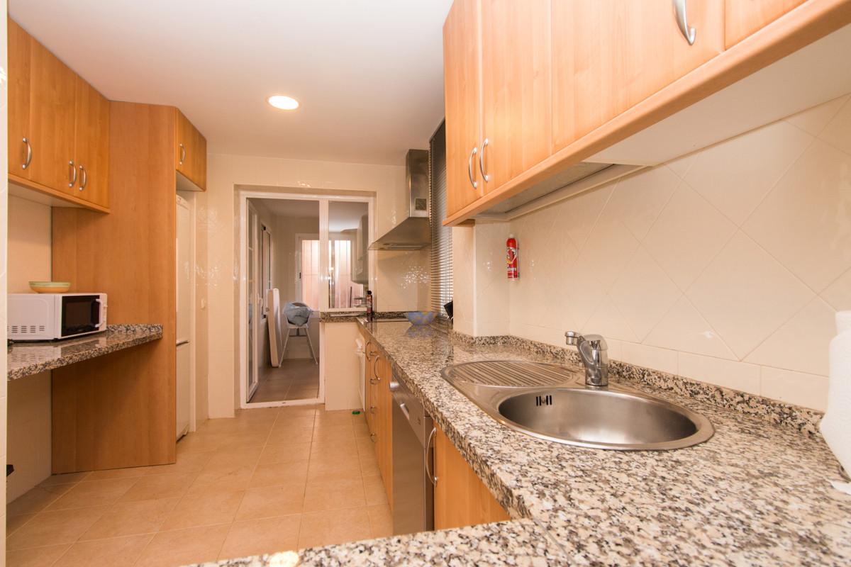 Apartamento con 2 Dormitorios en Venta Elviria