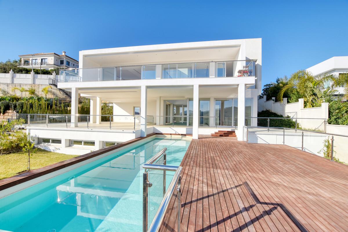 6 bedroom villa for sale elviria
