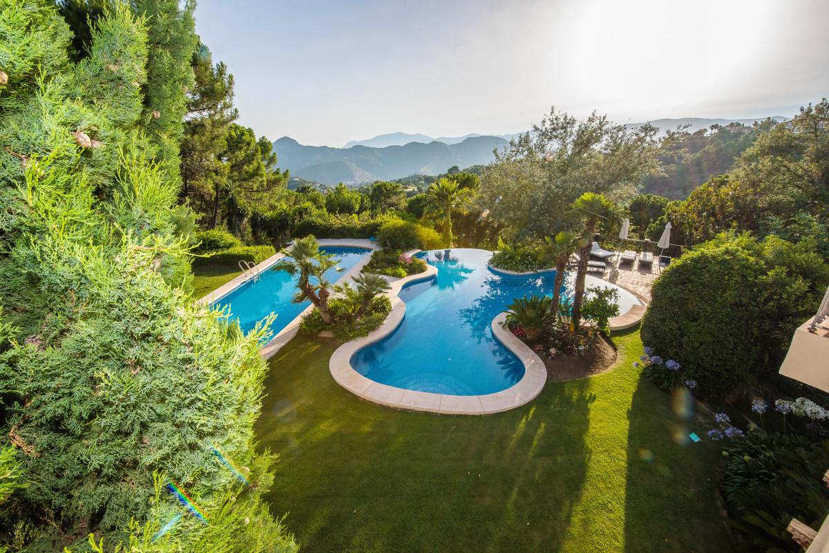 Detached Villa for sale in La Zagaleta R3576451