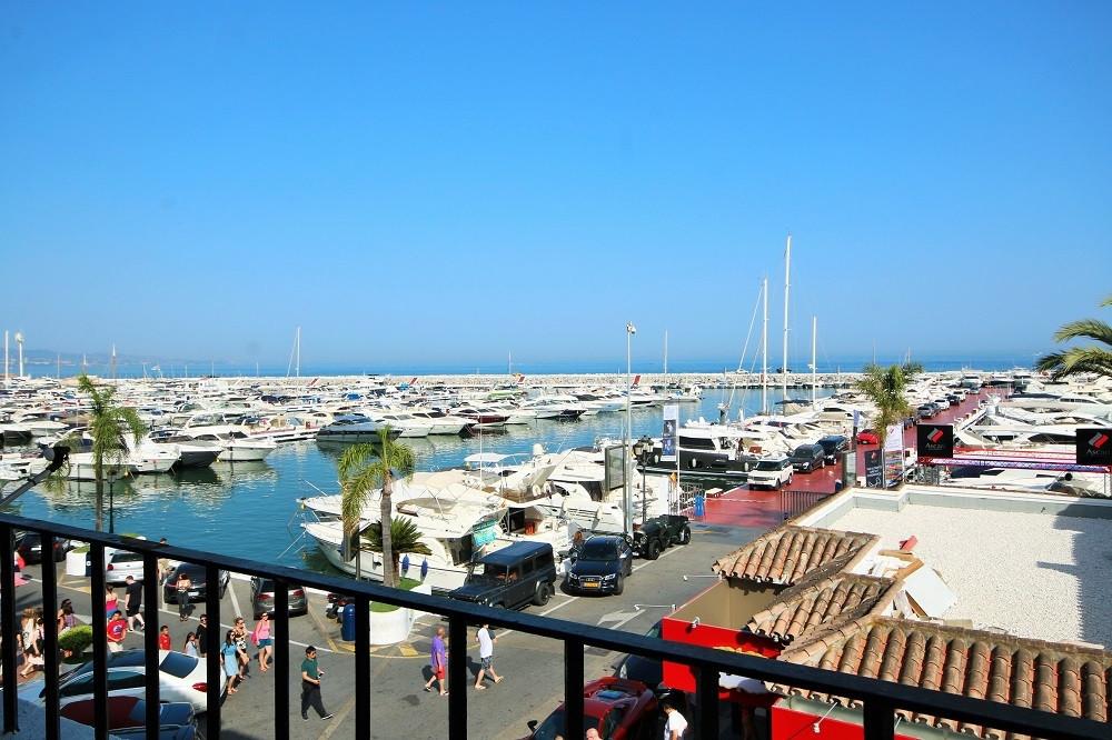 Modern recently refurbished 2 bedroom apartment in the heart of Puerto Banus. Shops, bars, restauran,Spain
