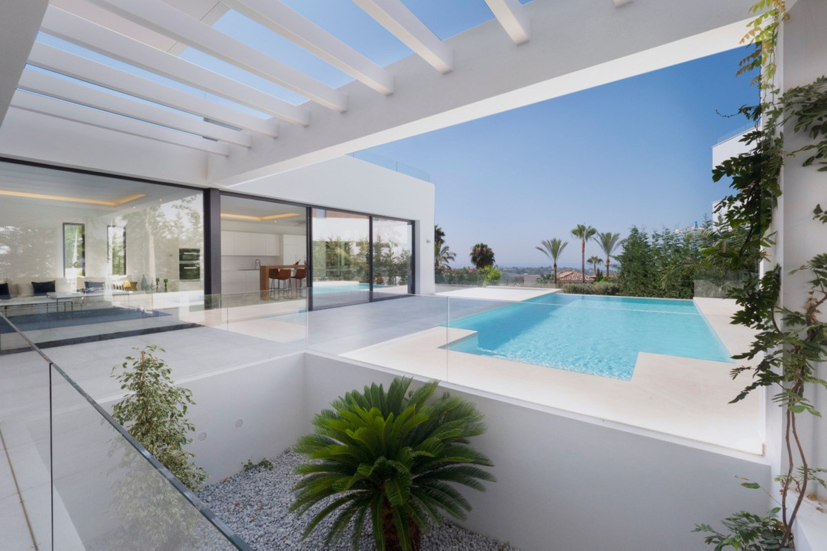A selected community of 14 five-bedroom villas located in Benahavis, in the most up-and-coming parts,Spain
