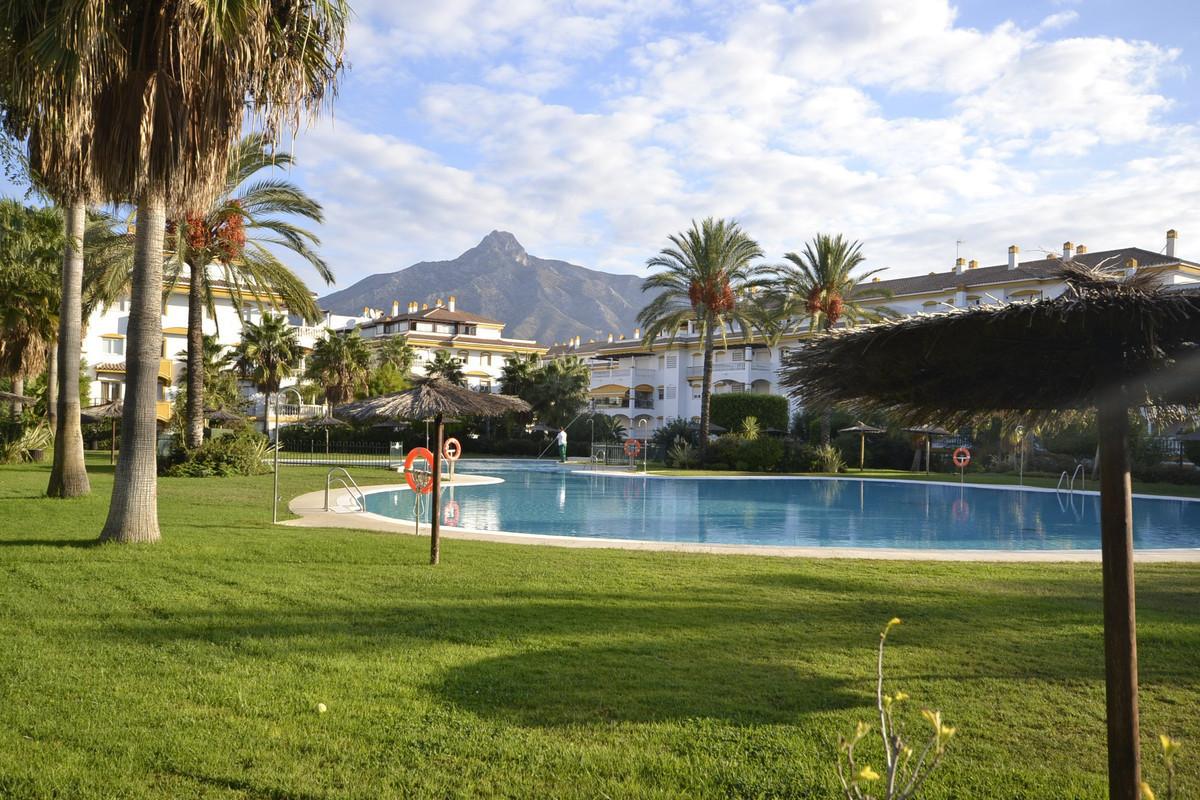 Appartement  Rez-de-chaussée en location  à Nueva Andalucía