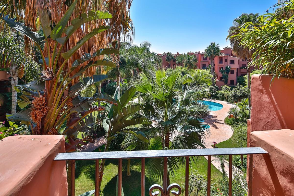 Apartamento con 2 Dormitorios en Venta Los Monteros