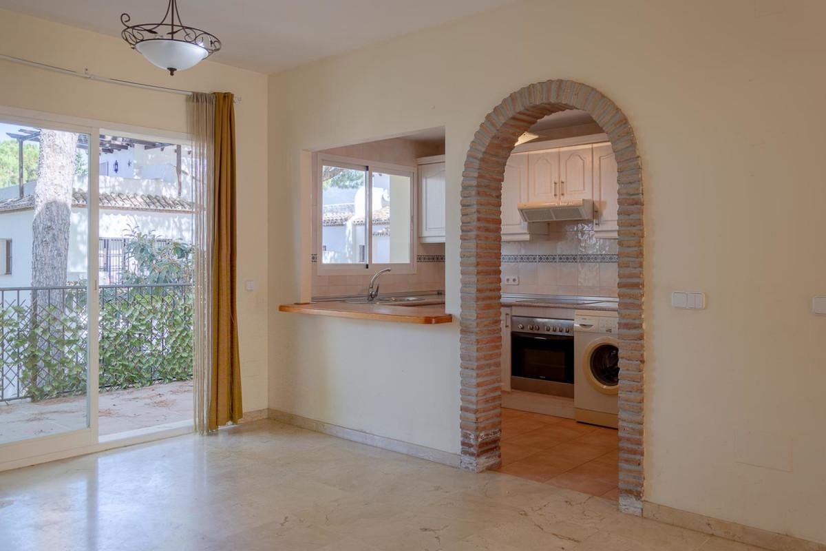 Middle Floor Apartment in Nueva Andalucía R3404695