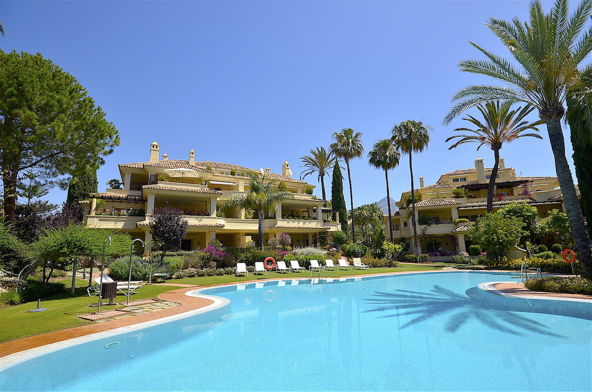 A beautiful penthouse apartment offering fantastic views over Las Brisas golf course. Built and main,Spain