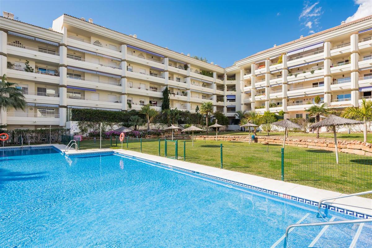 R2727047: Apartment in Nagüeles