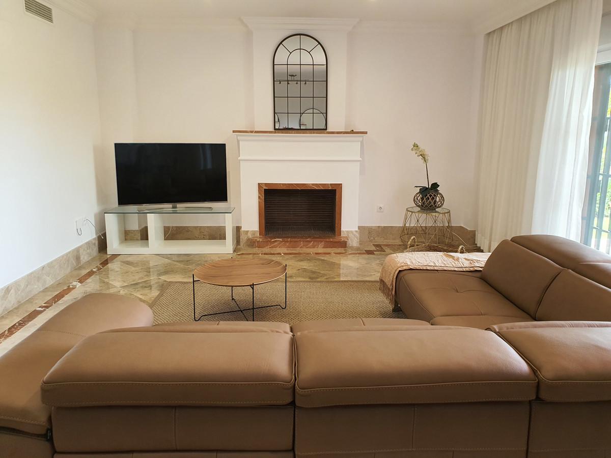 Fantastic semi-detached villa in the exclusive urbanization of Santa Clara Golf. The property, known,Spain
