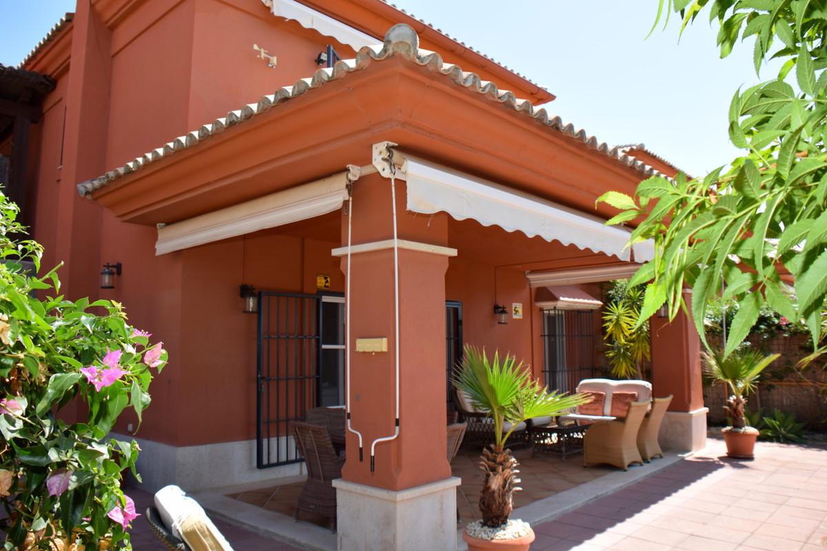 Fantastic first line golf semi-detached villa, located in the well-known urbanization of santa clara,Spain