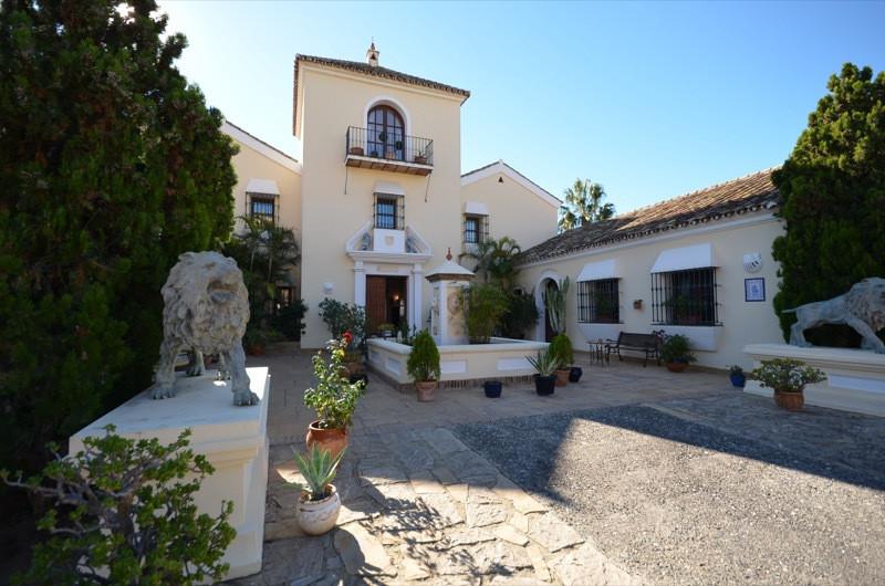 Villa 8 Dormitorios en Venta La Duquesa