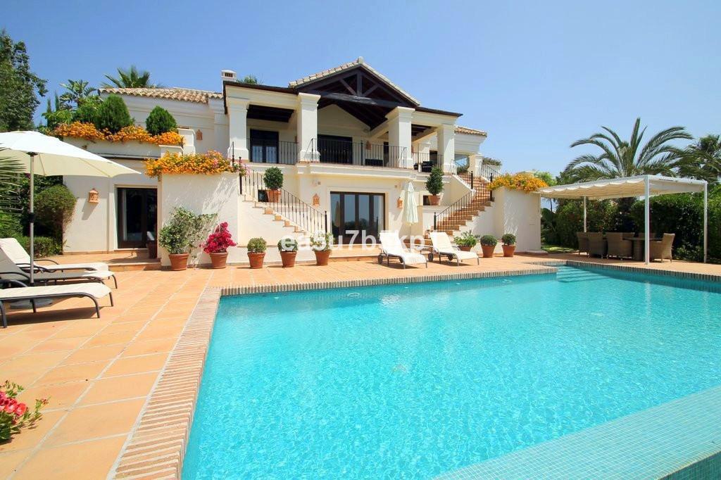 Villa till salu i El Paraiso, Costa del Sol