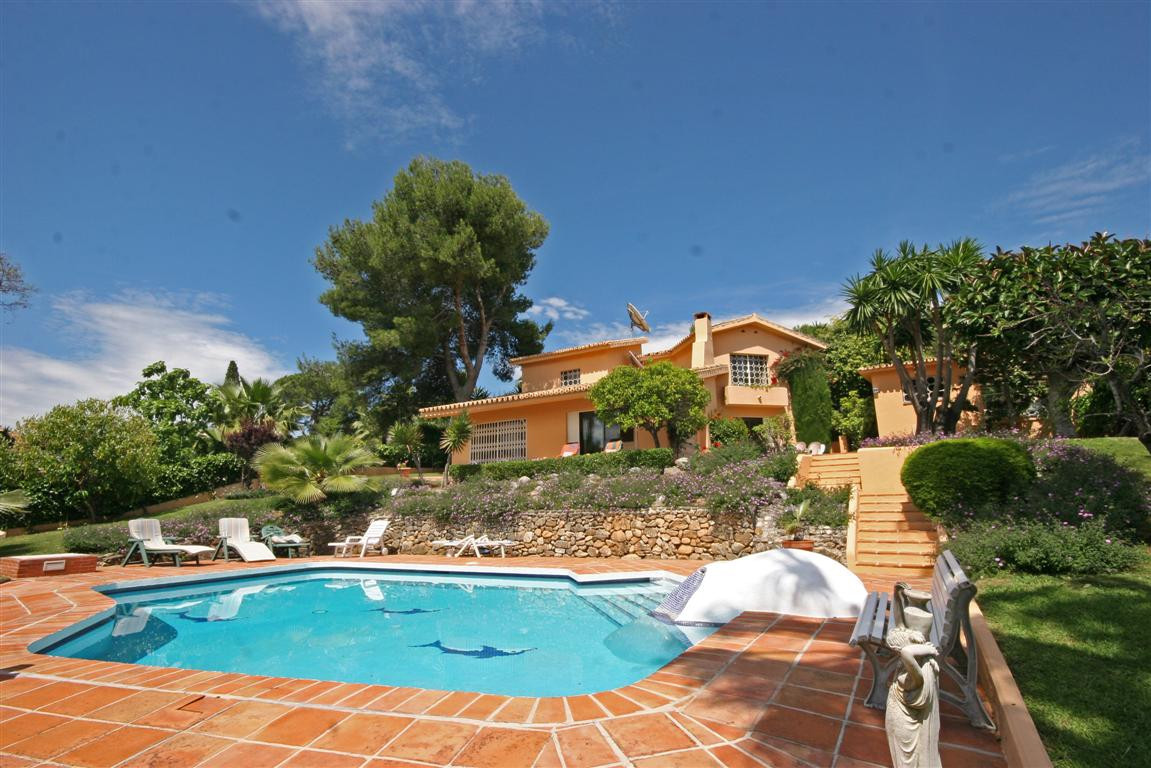 Villa for sale in Las Brisas, Costa del Sol