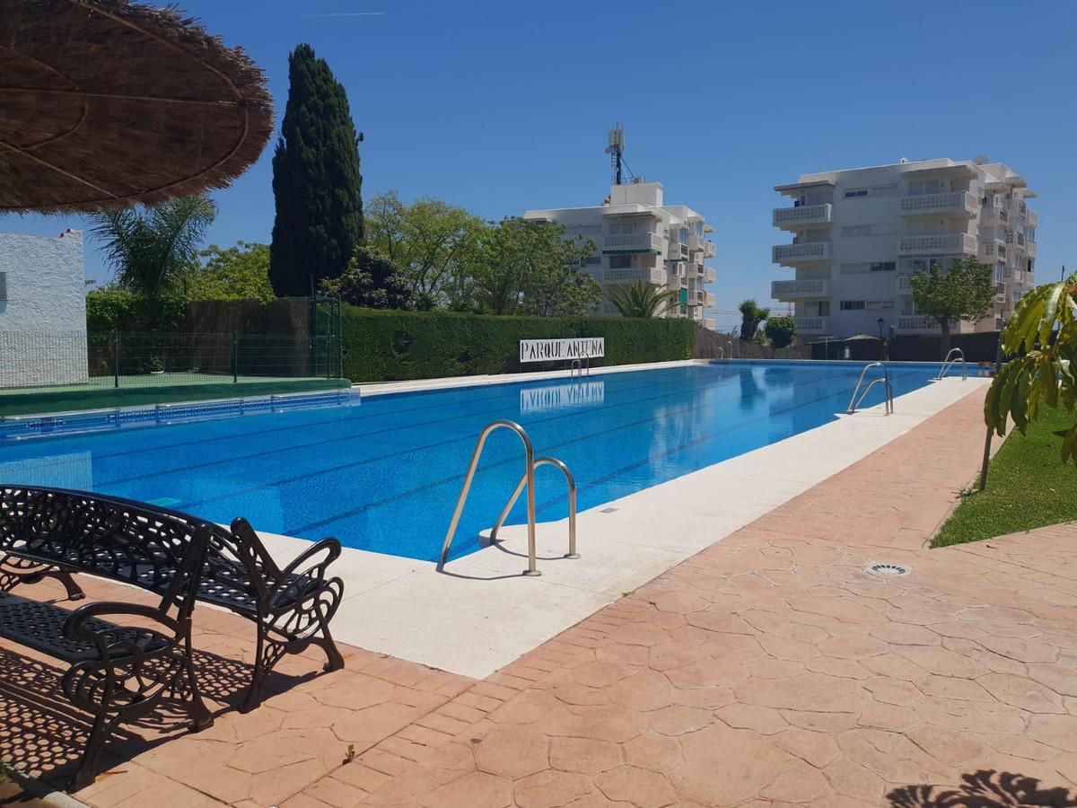 Top Floor Apartment, Estepona, Costa del Sol. 3 Bedrooms, 1 Bathroom, Built 90 m², Terrace 10 m².  S,Spain