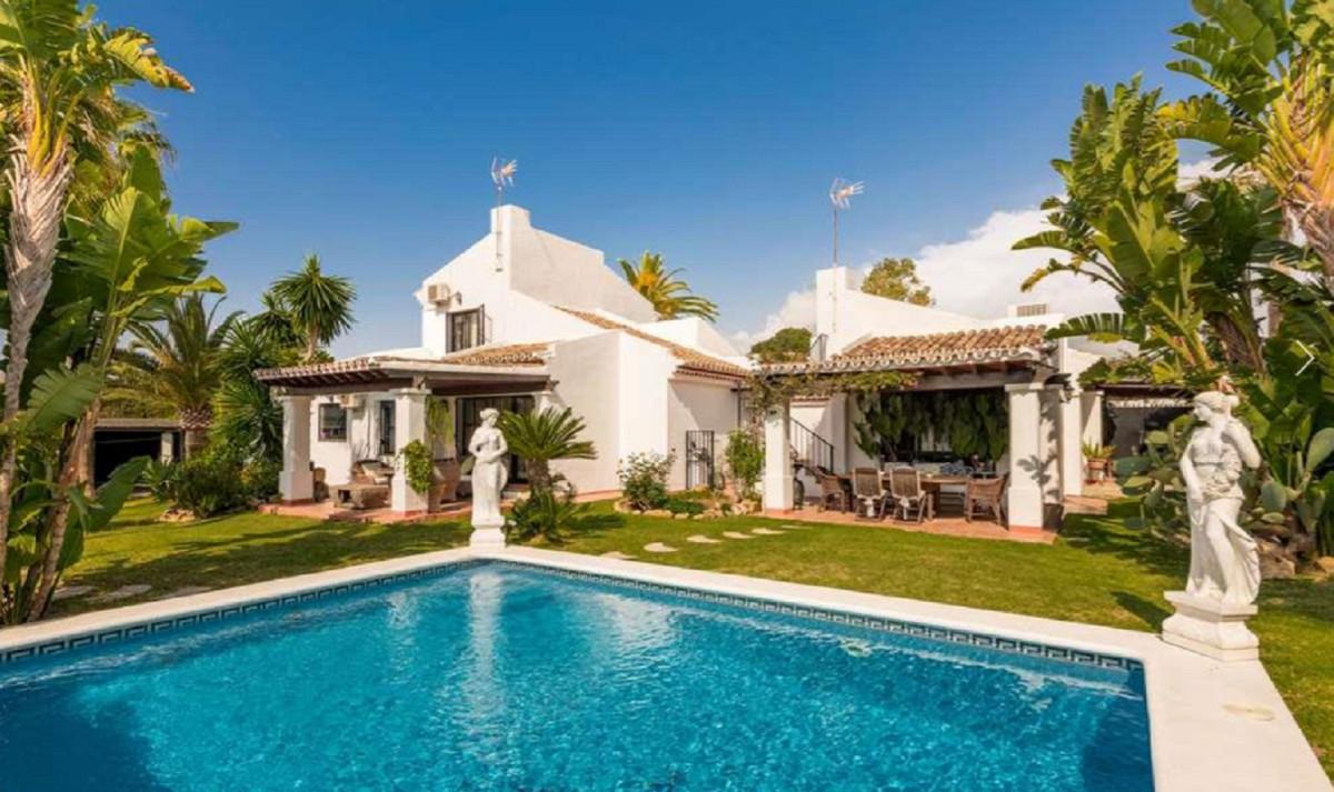 Detached Villa for sale in Marbella R2422282