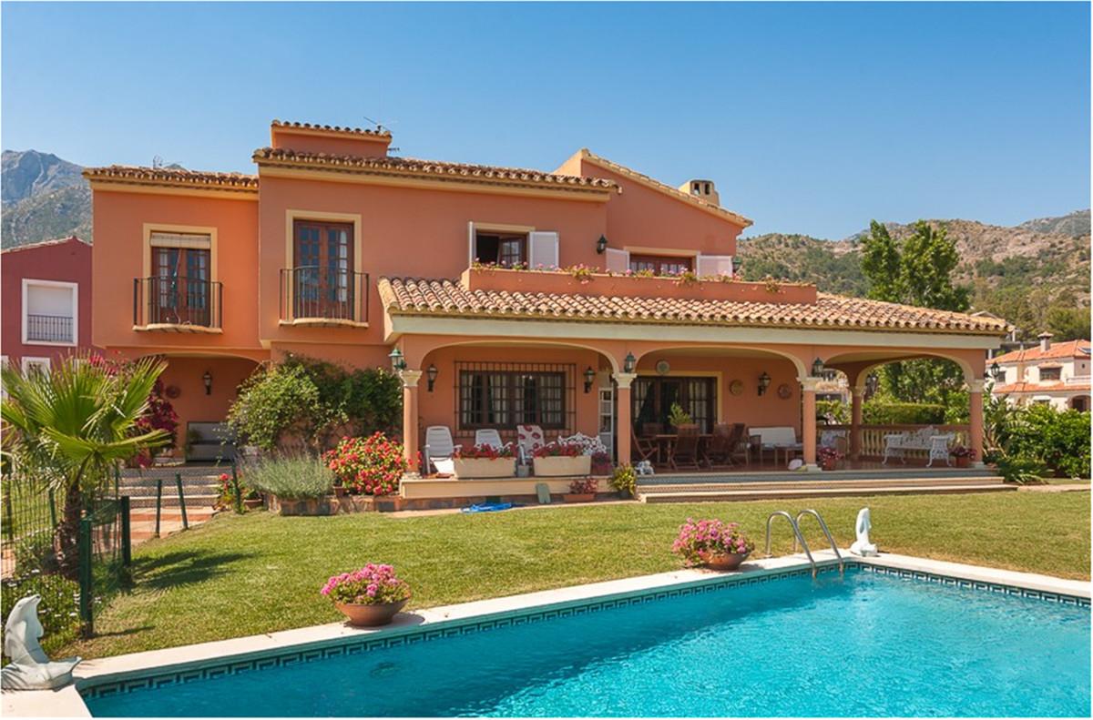 Comercial 7 Dormitorios en Venta Marbella