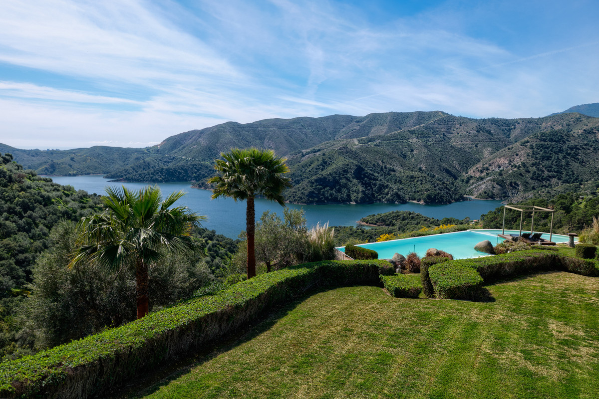 Villa Till salu i Los Monteros R3351631