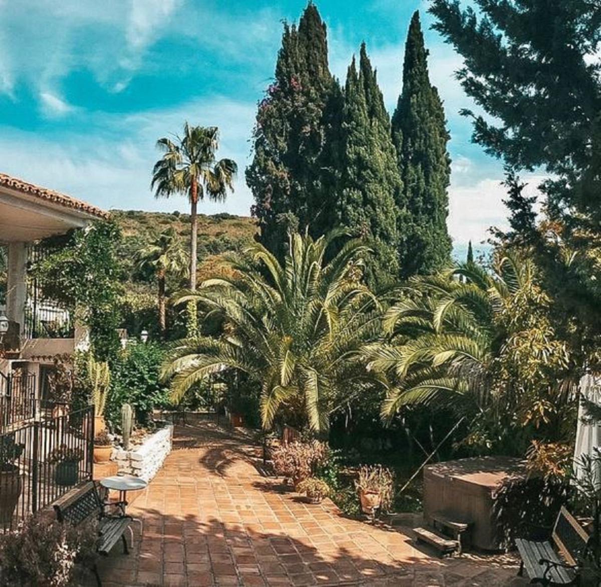 Hotel for sale in Marbella R3396016