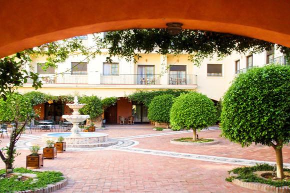 Comercial con 95 Dormitorios en Venta Benahavís