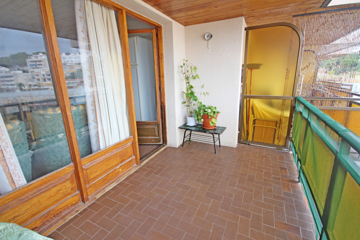 One bedroom apartment in La Carihuela, 5 minutes walk to the beach. It is located on a high floor, f,Spain