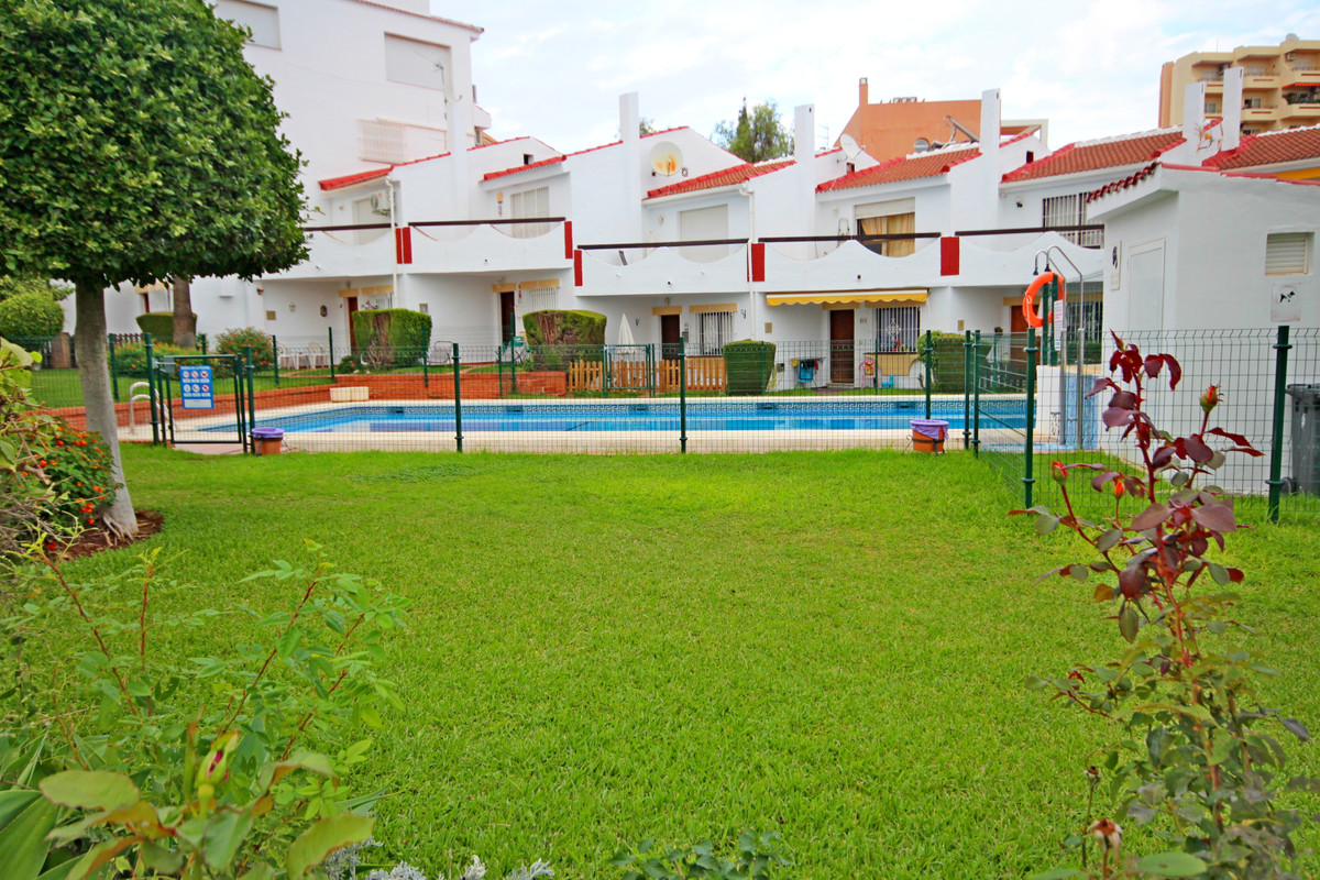 Housing on the ground floor, within a large residential, with garden area, community pool and parkin,Spain