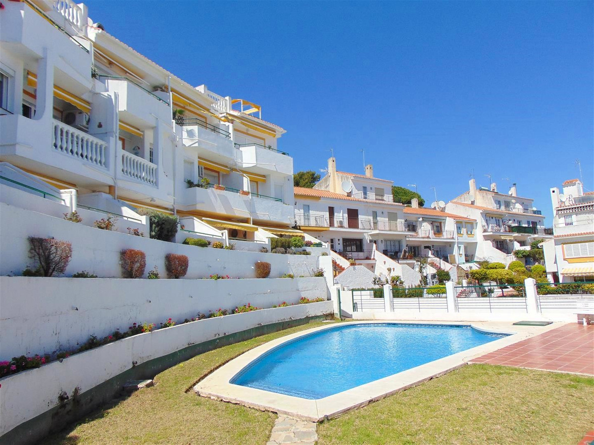 Fantastic duplex penthouse, located in Montemar area. The house is located in a small gated communit,Spain