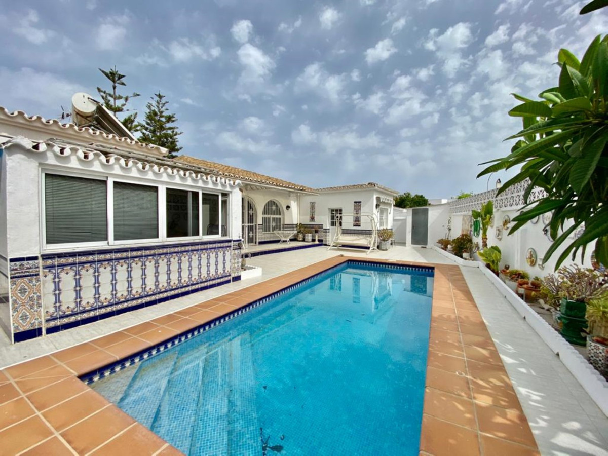 Chalet in Fuengirola Centro in the area of ??Pueblo Lopez, 198 m. of construction, and a plot of 368,Spain