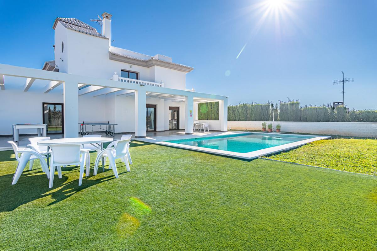 Detached Villa for sale in Sierrezuela R3768184