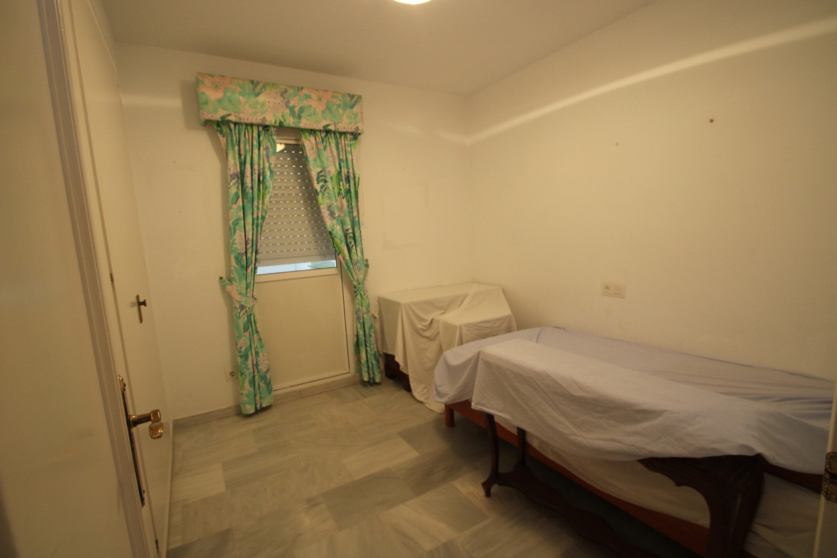 Apartment Middle Floor Fuengirola Málaga Costa del Sol R3394153 8