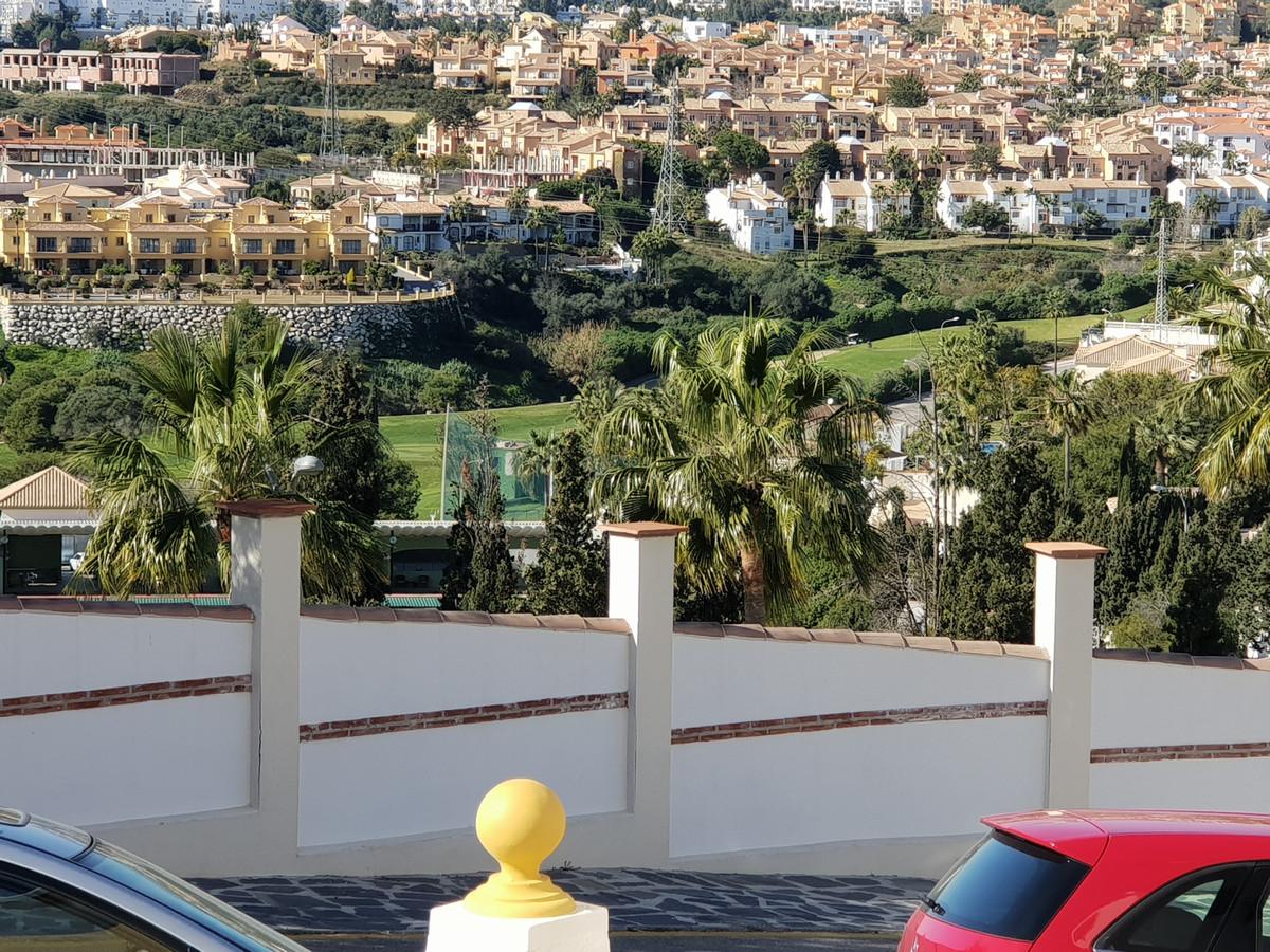 Riviera Del Sol   Fantastic 3 bedroom, 2 Bathroom apartment.  Located in Riviera Del Sol, 10 minutes,Spain