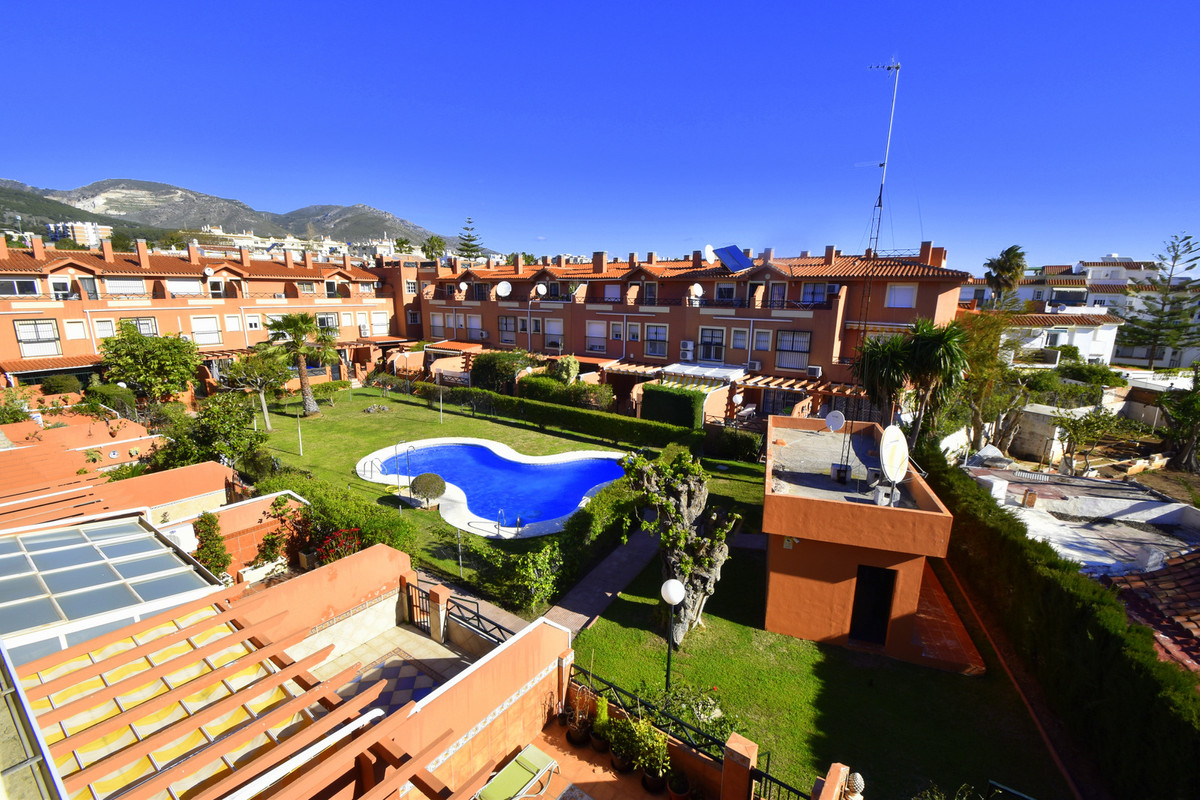 Beautiful Townhouse in Montemar !! It is located in a nice community with pool and great views.. Wel,Spain