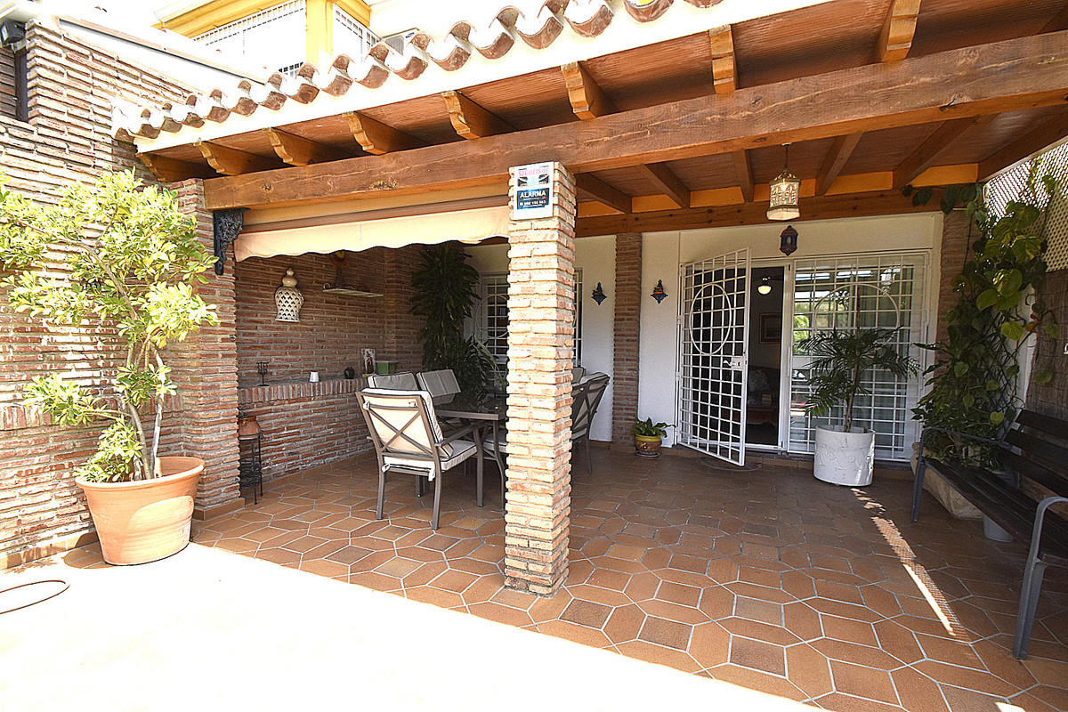 Townhouse of excellent qualities, very sunny with large garden southwest orientation ready to move i,Spain
