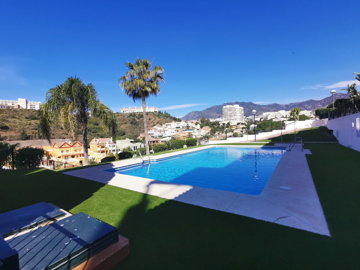 Opportunity! Walking to the beach! Spacious and sunny house with 2 bedrooms, fitted wardrobes, 2 bat,Spain