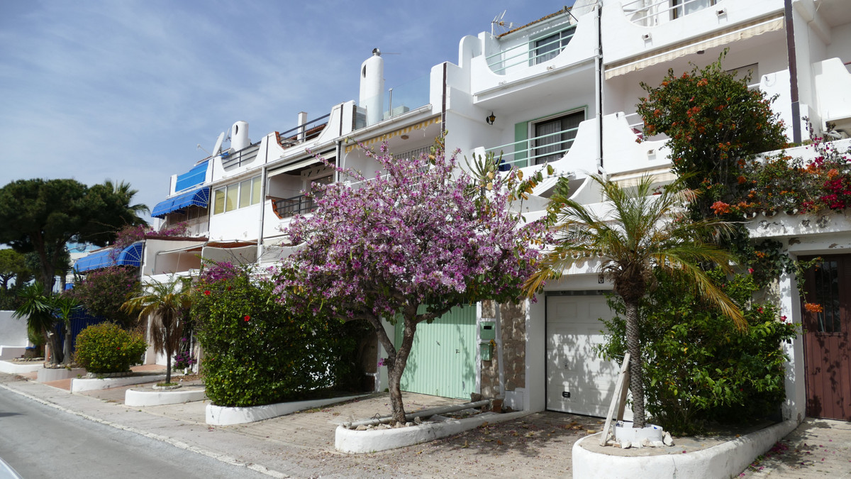 Torremuelle: Large townhouse built over three floors and only 100m from the beach with fantastic sea,Spain