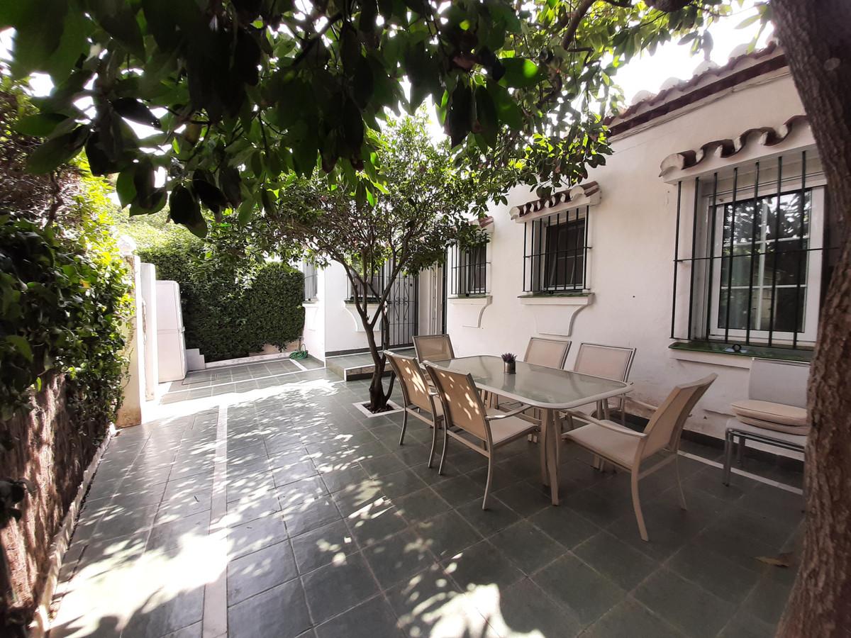 House in El Chaparral R3910588 1