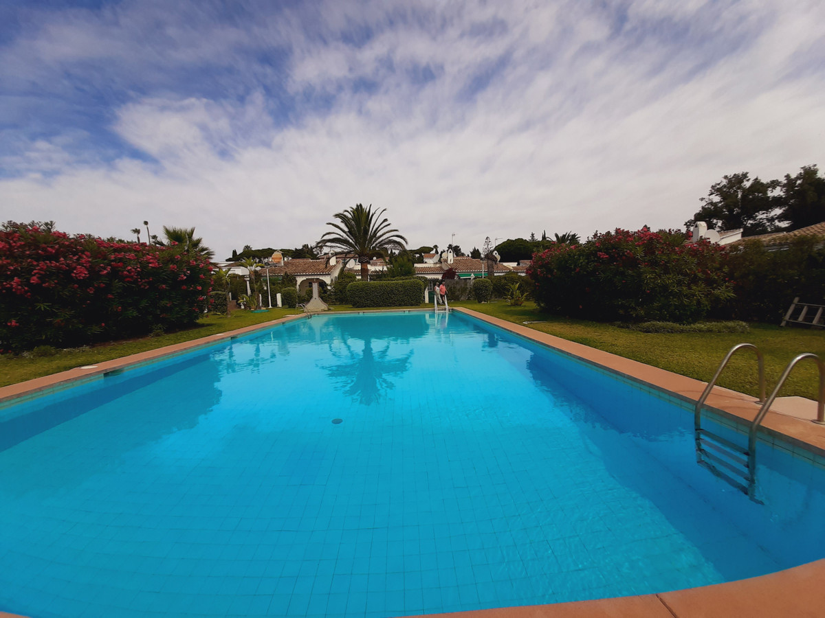 House in El Chaparral R3910588 6