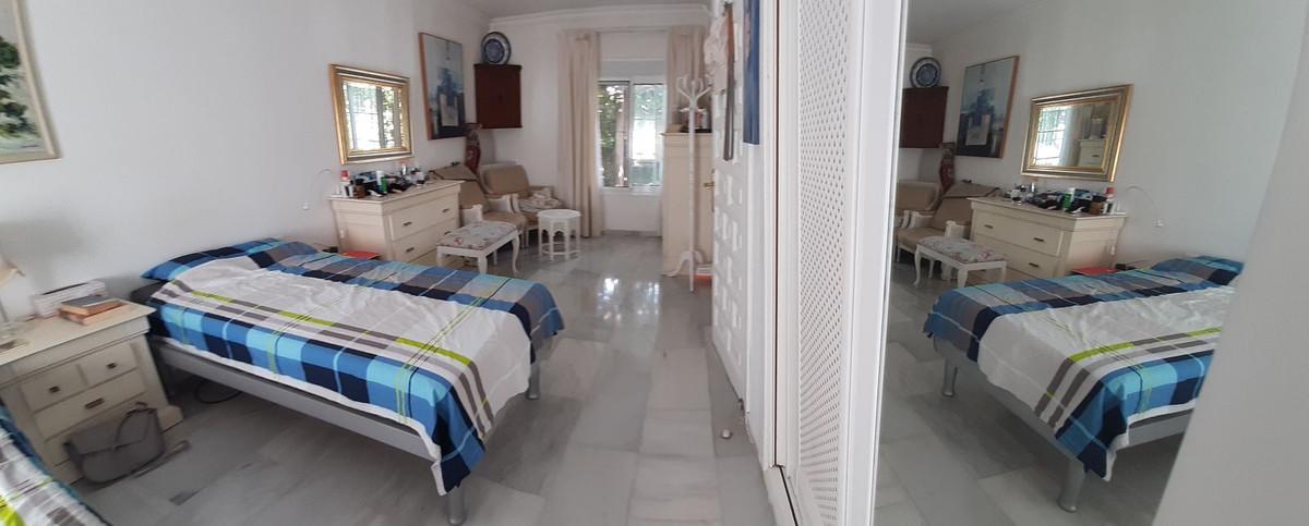 House in El Chaparral R3910588 9