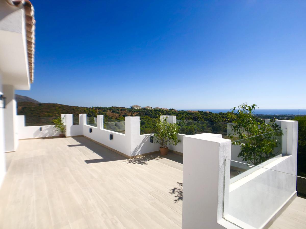 Detached Villa for sale in Nueva Andalucía R3733408