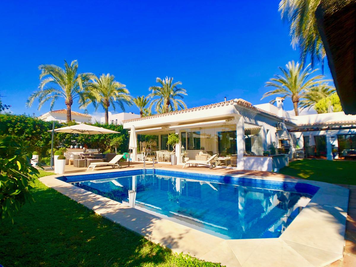 Villa  Detached for rent  in Marbesa