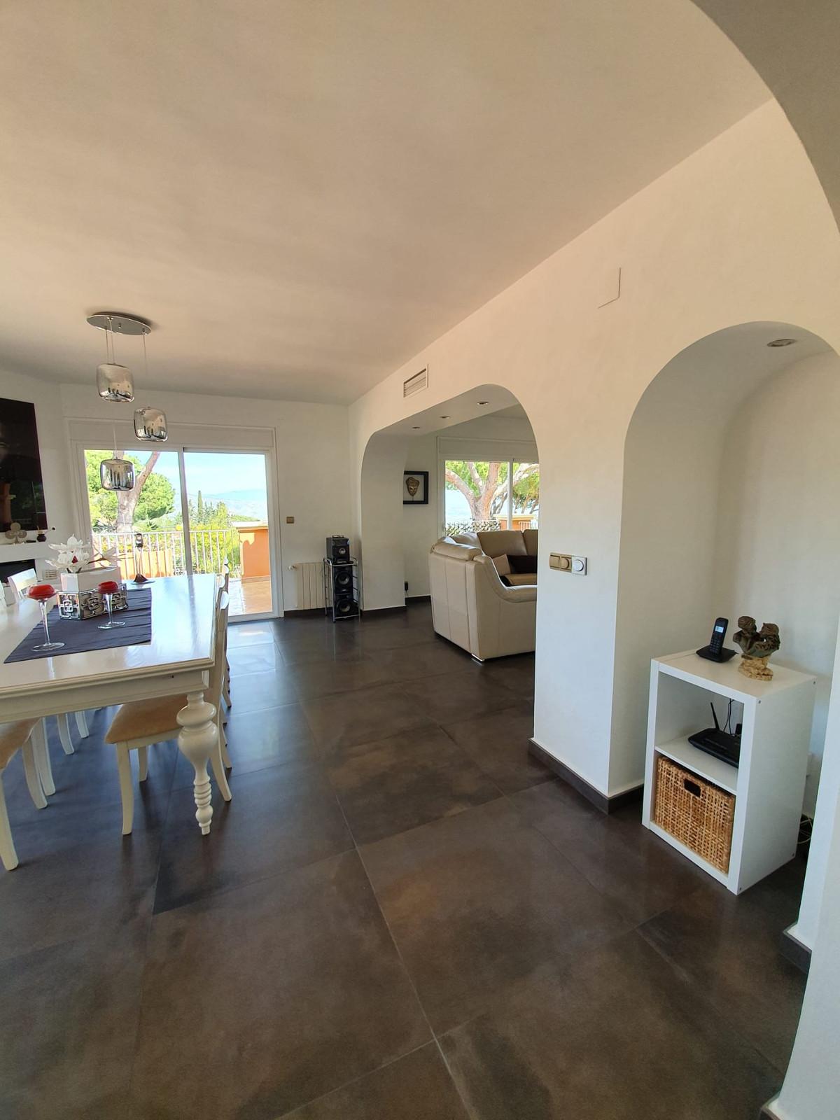 House in Alhaurín de la Torre R3798712 9