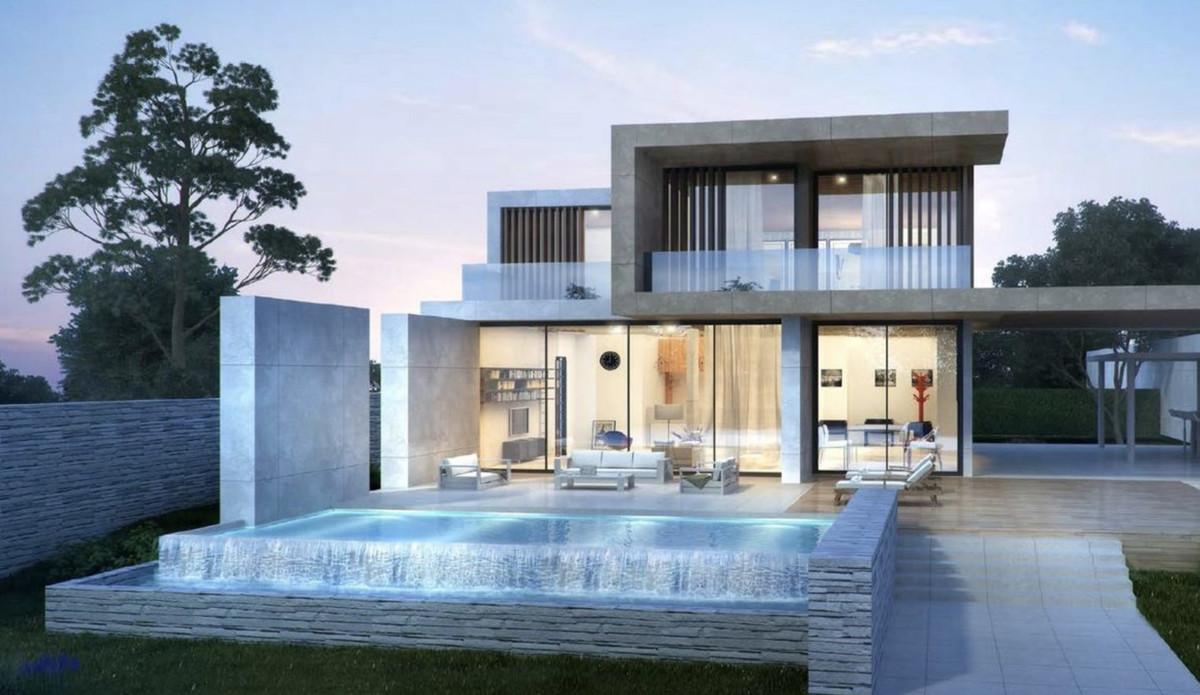 Detached Villa for sale in Estepona R3640502