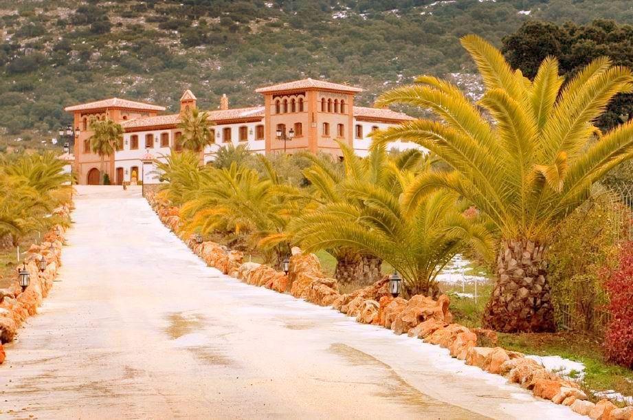 -Hacienda serrana, located in a place called Sierra de las Chanzas, Municipality of Algarinejo, Gran,Spain
