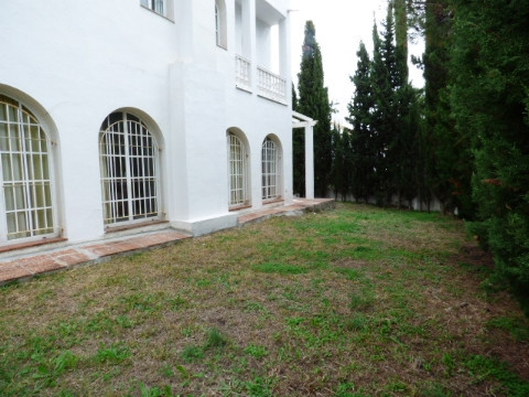 Charming five bedrooms and three bathrooms in The Golden Mile. It is located in a quiet area only at,Spain