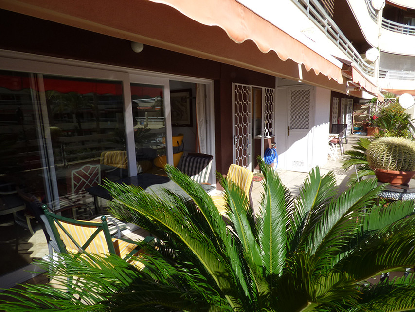 Nice four bedrooms, three bathrooms apartment located in Marbella Centre. It is situated in a downto,Spain